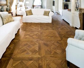 disegno tipo Versailles piccolo in Rovere, finitura bruno Siena