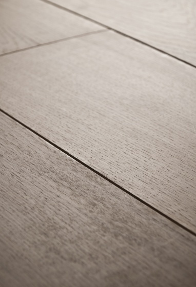 LEVIGATA - Lavorazione primaria della superficie, mostra l'aspetto più semplice della materia privandola delle asperità e delle imperfezioni. L'assenza di ogni tipo di rilievo e gioco d'ombre libera il carattere più intimo dell'essenza.